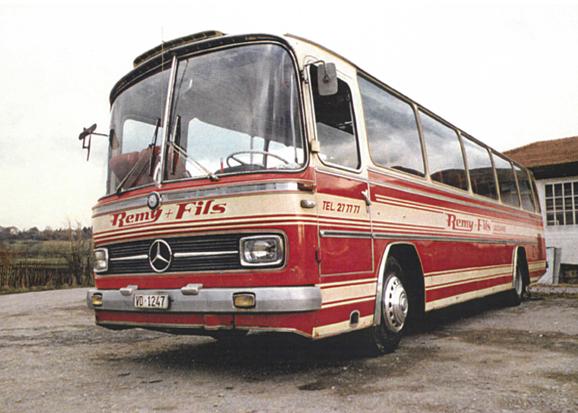 bus-mercedes-exterieur-ancien-voyages-remy